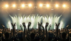 ¿Qué cantantes salen de gira este 2020?