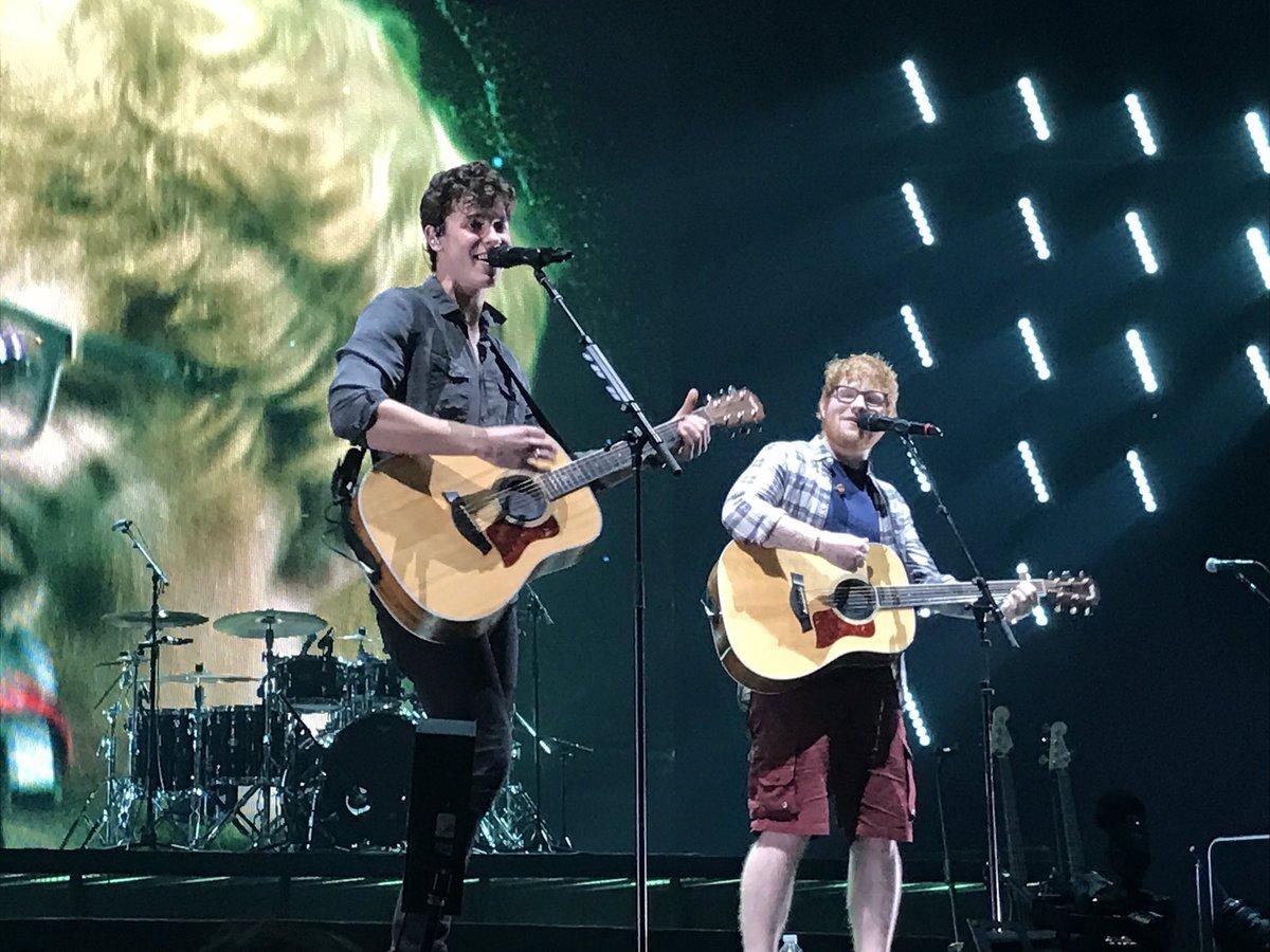 Shawn Mendes y Ed Sheeran durante el tour de Illuminate en un concierto en Brooklyn